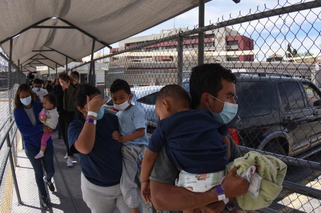 Migrantes retornados a México por Ciudad Juárez.
