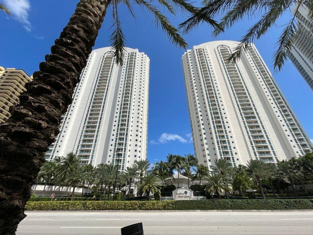 Complejo Collins Avenew en Miami donde se ubica el departamento de Julio Scherer Ibarra.
