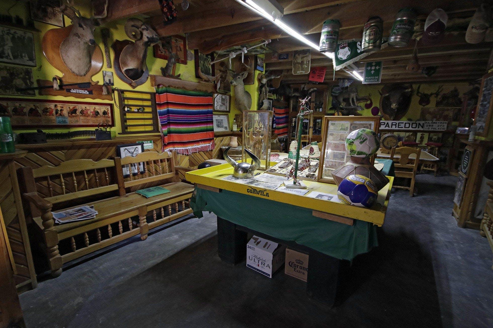 Interior de una tienda en el pueblo de Paredon.