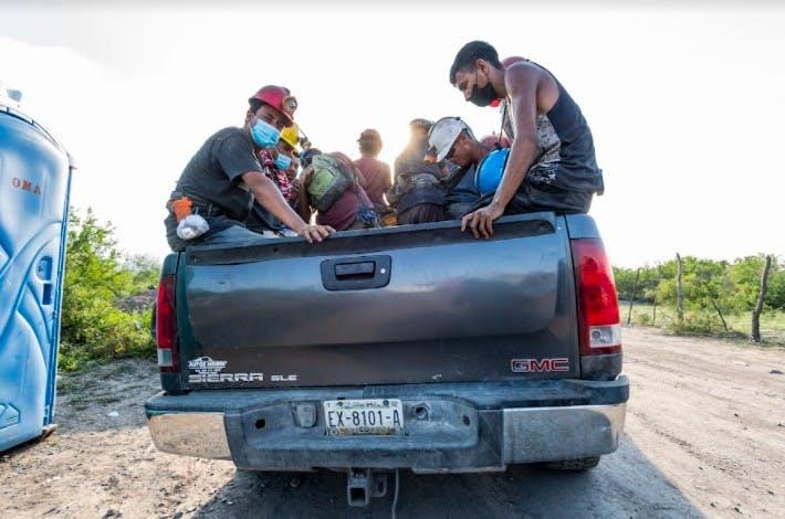 Mineros de Coahuila luego de accidente en Mina de Micarán, en Múzquiz.