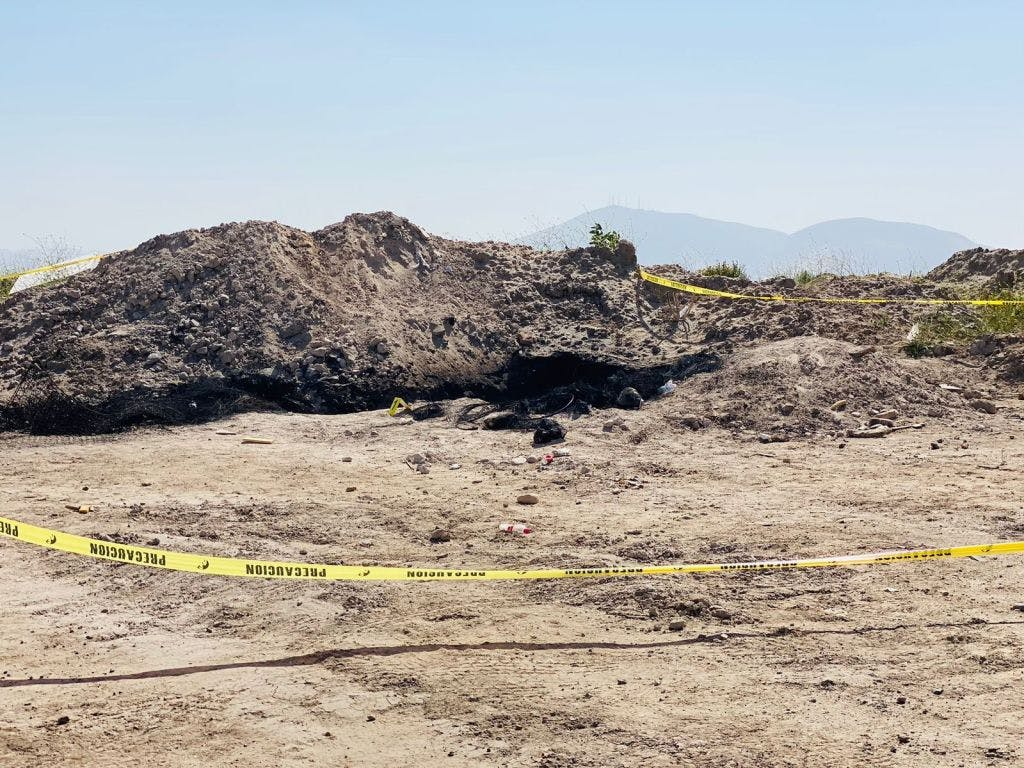 Restos calcinados en la colonia Terrazas del Valle, en Tijuana.