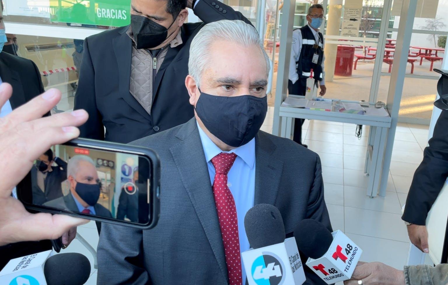 Maclovio Murillo al abandonar la sala del juicio oral.