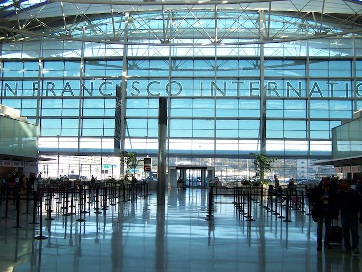 旧金山机场 行李寄存