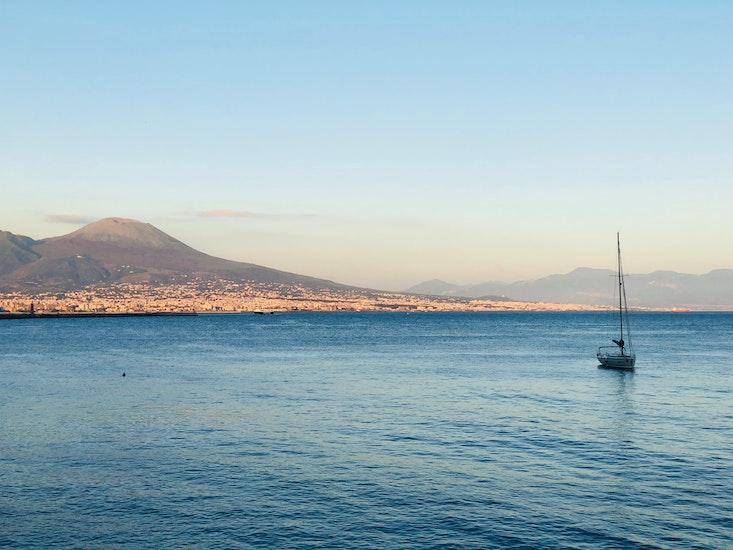Naples の手荷物保管スペース