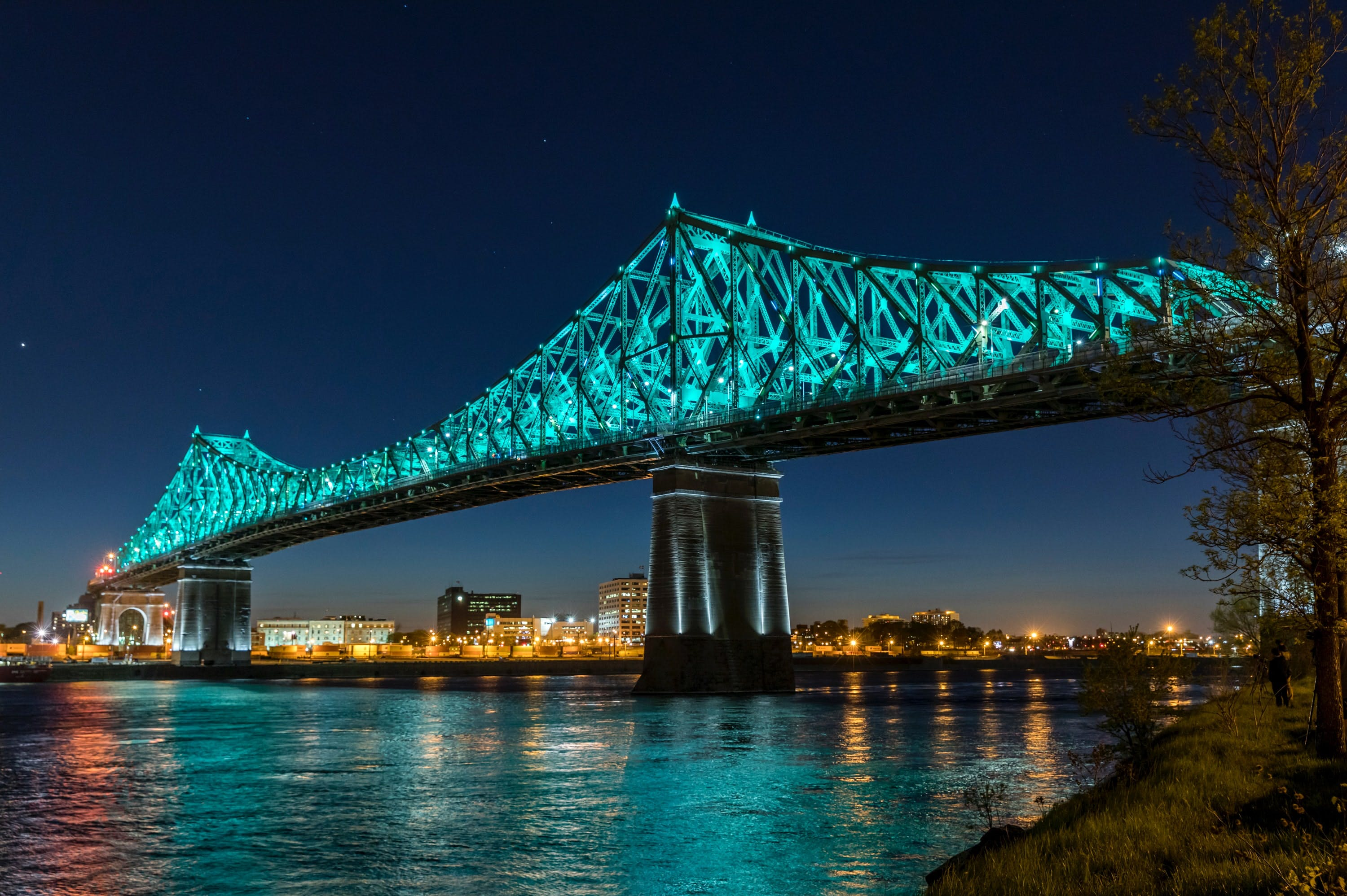 Jacques Cartier bridge at night