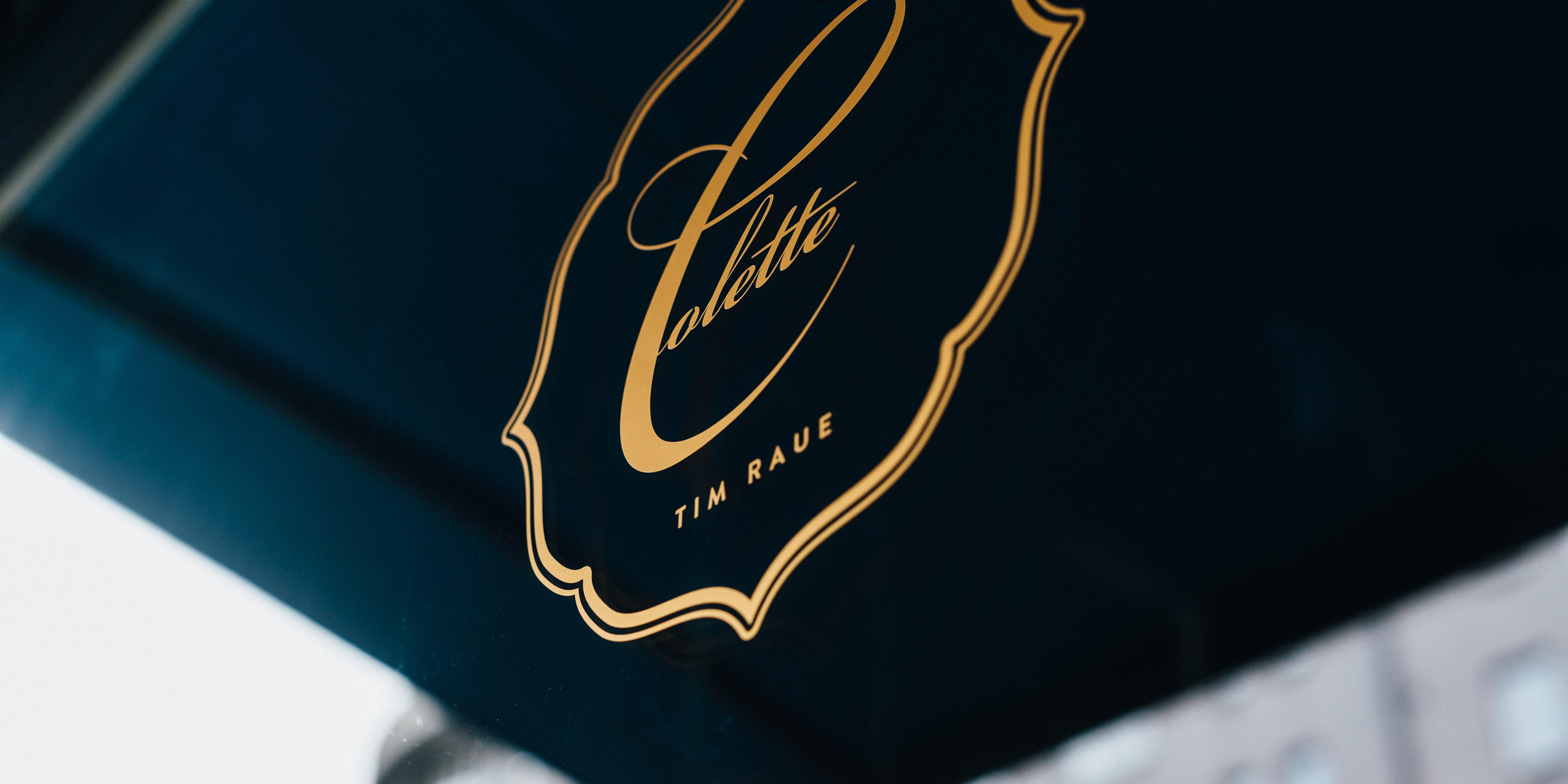 Brasserie Colette Tim Raue - Logo vor Französischem Restaurant