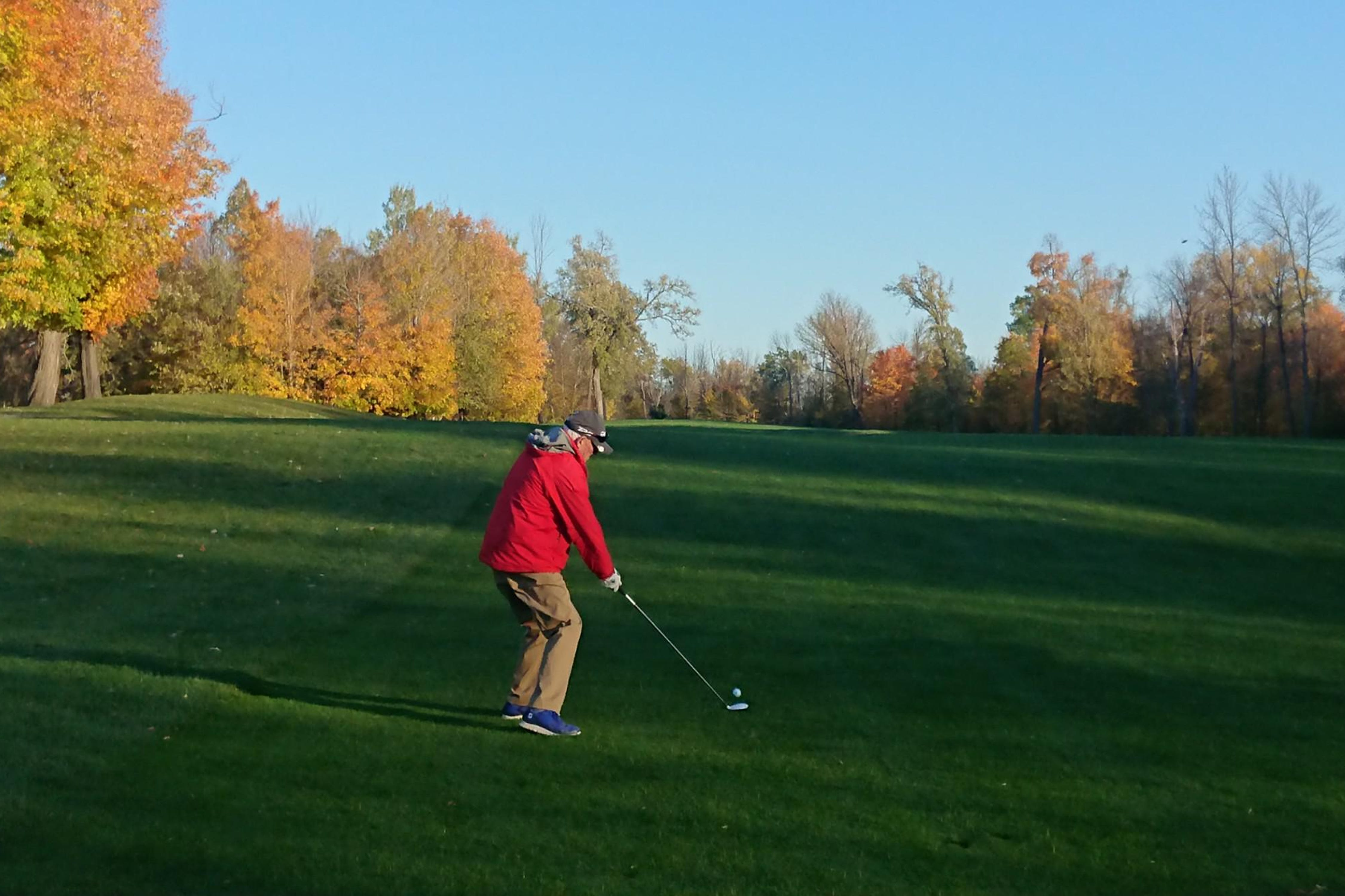 Photo of CAA Member Bob Strachan, playing golf