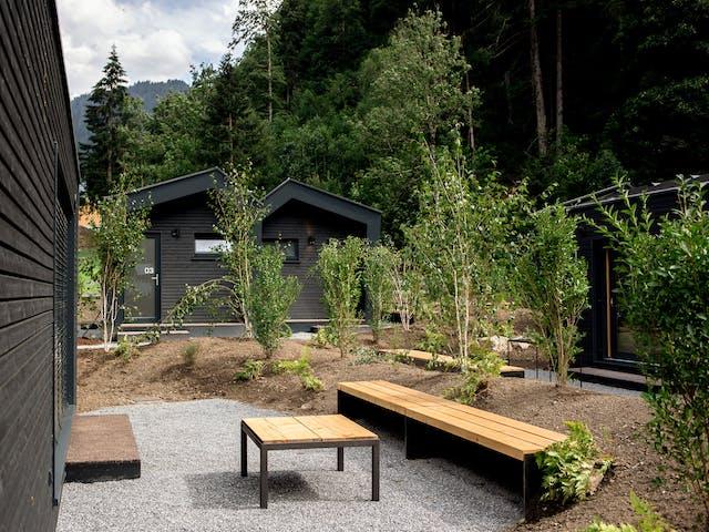 ferienhaus montafon nachhaltig terrasse sommer