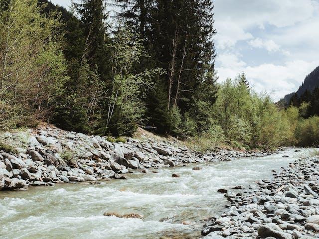 Montafon Sommerurlaub Bergfluss Ill Wandern