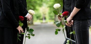 """Obsèques traditionnelles et """"Death Tech"""" : quels cadres recrute le secteur du funéraire ?"""
