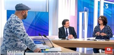 Vu sur France 3 Ile-de-France : métier d'éducateur canin et chien au bureau