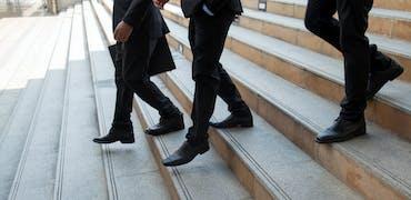Faut-il baisser son salaire pour retrouver un job après 50 ans ?
