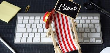Congés payés, RTT, jours de révision : tout ce que vous n'osez pas demander sur les vacances pendant un contrat en alternance