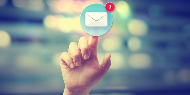 6 situations de boulot où il faut arrêter d'envoyer des e-mails !