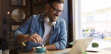 Chez Whoz, les salariés font des pauses café à distance