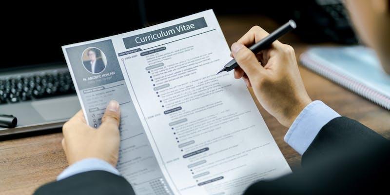 Expériences professionnelles sur son CV : nos astuces pour sortir du lot
