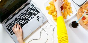 Manger au travail : 3 habitudes à perdre pour gagner en efficacité