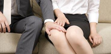 Drague ou harcèlement sexuel au travail : comment la loi fait-elle la différence ?