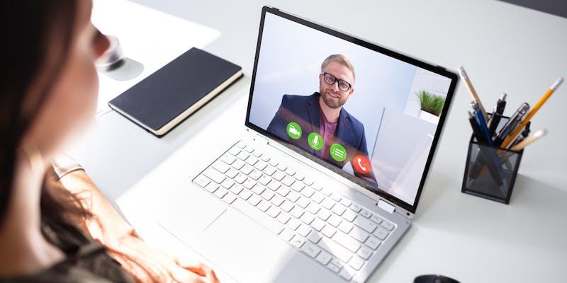 Comment bien préparer un entretien vidéo ?
