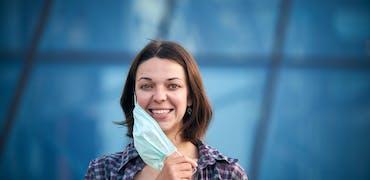 Masque obligatoire en entreprise : qui a le droit de l'enlever ?