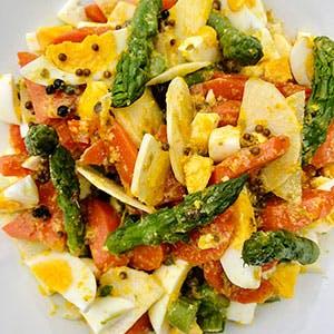 Salade d'asperges vertes, carottes et radis noir Vinaigrette orange, coriandre, gingembre et mini câpres