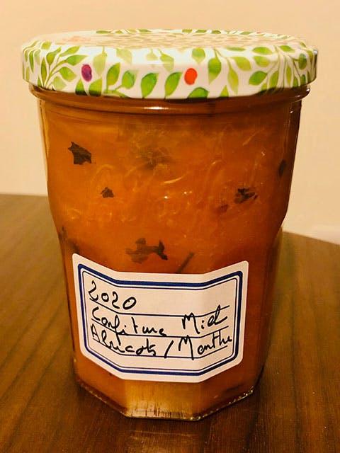 Confiture abricot, miel, menthe poivrée