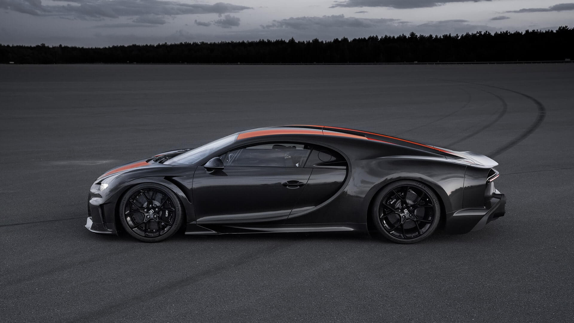 Bugatti Chiron Super Sport from a side