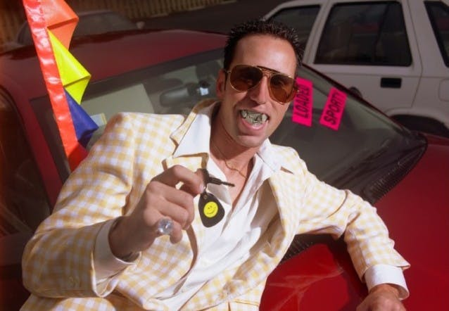 16 metode pe care le folosesc dealerii de mașini uzate pentru a vă trage pe sfoară