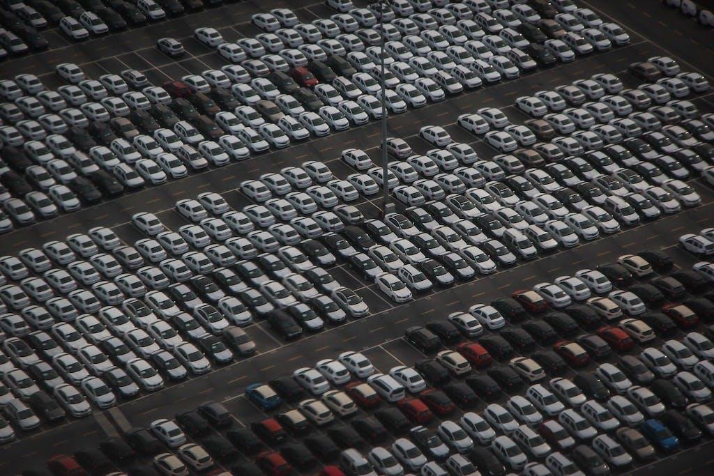 Auto Handel w Polsce: Jak handlarze kupują samochody?