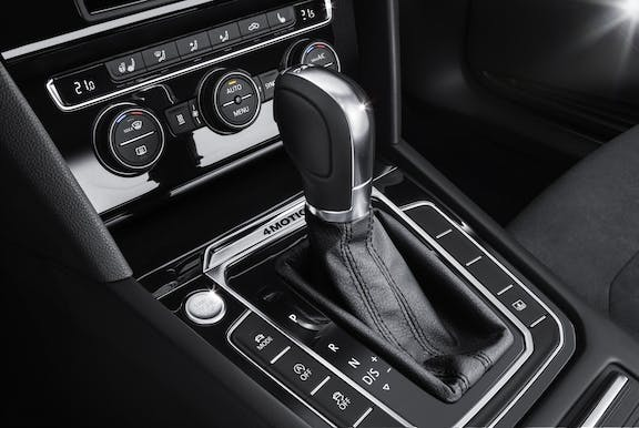 Gear stick shot of the Volkswagen Passat
