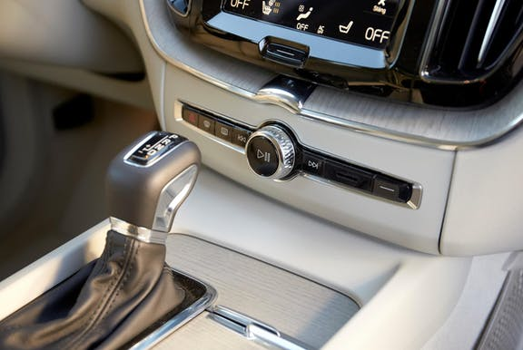 Gear stick shot of the Volvo XC60
