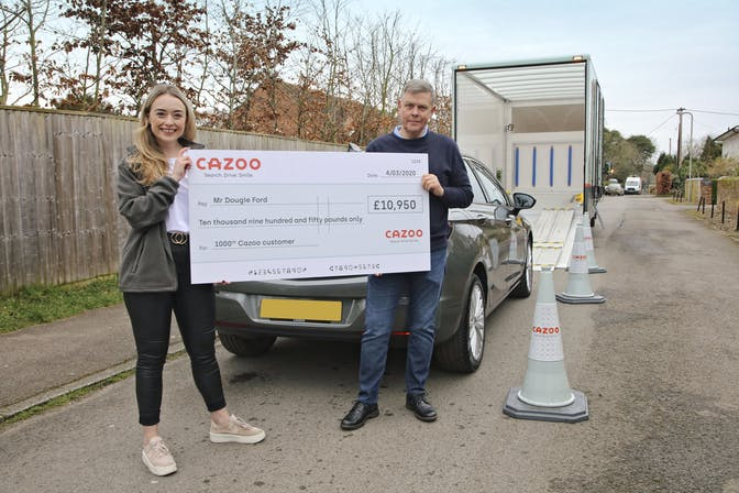 Cazoo customer delivery with Dougie