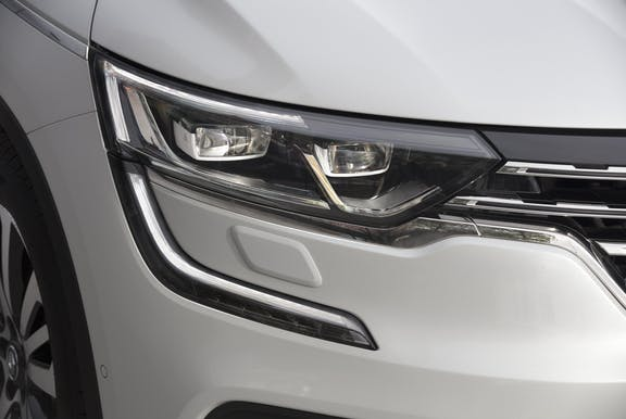Front light shot of the Renault Koleos