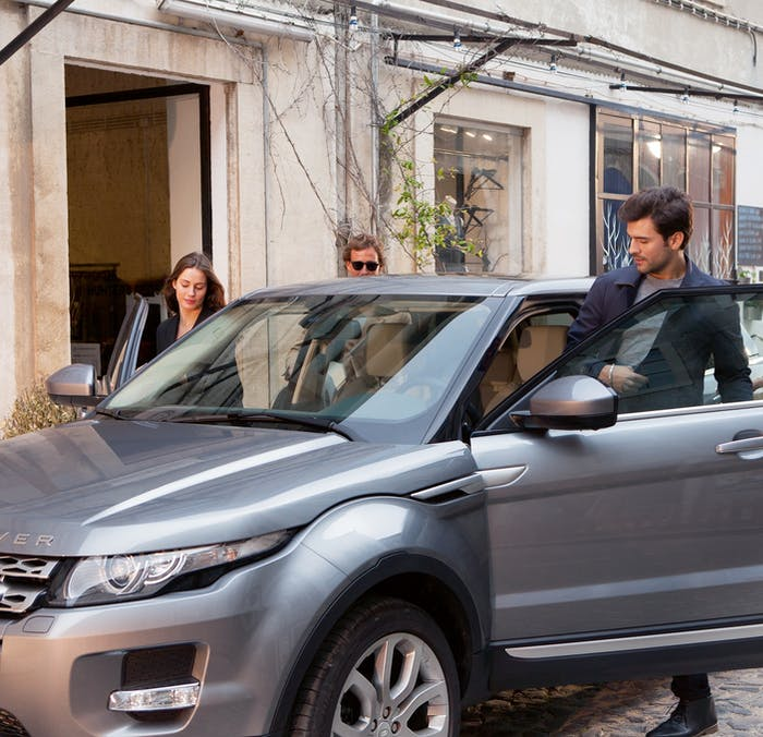 2015 Range Rover Evoque [grey] getting in