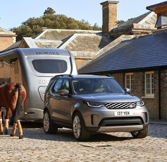 Land Rover Discovery towing a horse box
