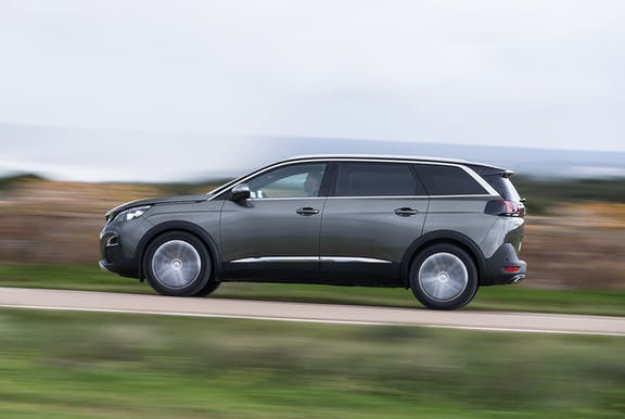 The side exterior of a Peugeot 5008