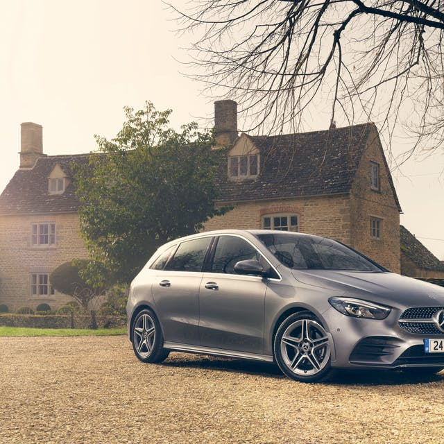 Mercedes-Benz B Class outside house 2