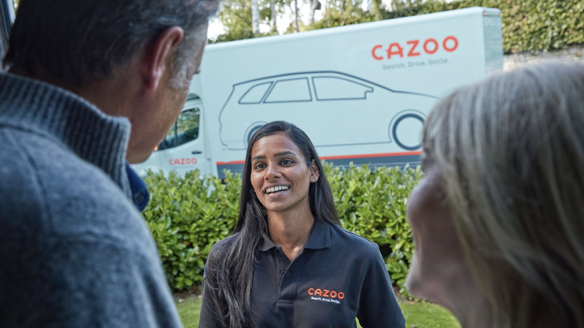Cazoo delivery transporter delivering a car