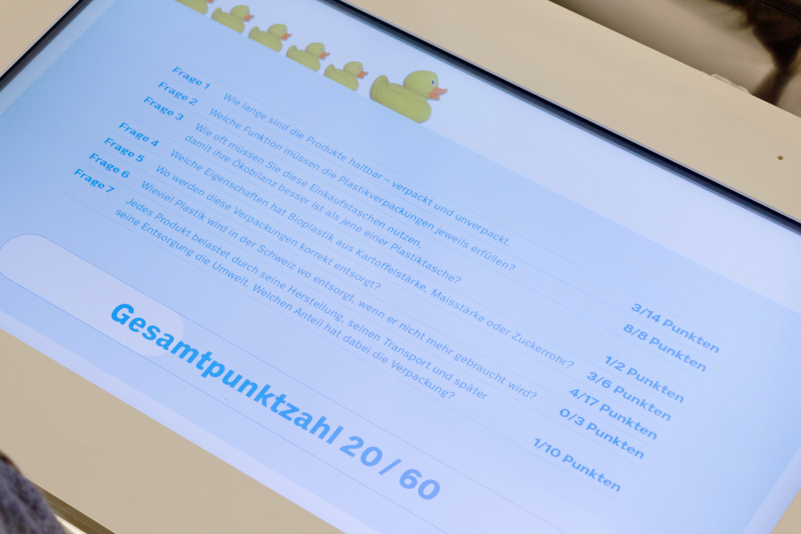 Cedric Kegreiss, Coop, Plastik, Game, Grafik, Design, Gestaltung, Spreitenbach, Basel, Ausstellung, Interaction-Design, Screen-Design, Migros, Plastic