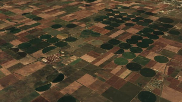 Sentinel-2 cloudless satellite imagery of midwestern American farmlands