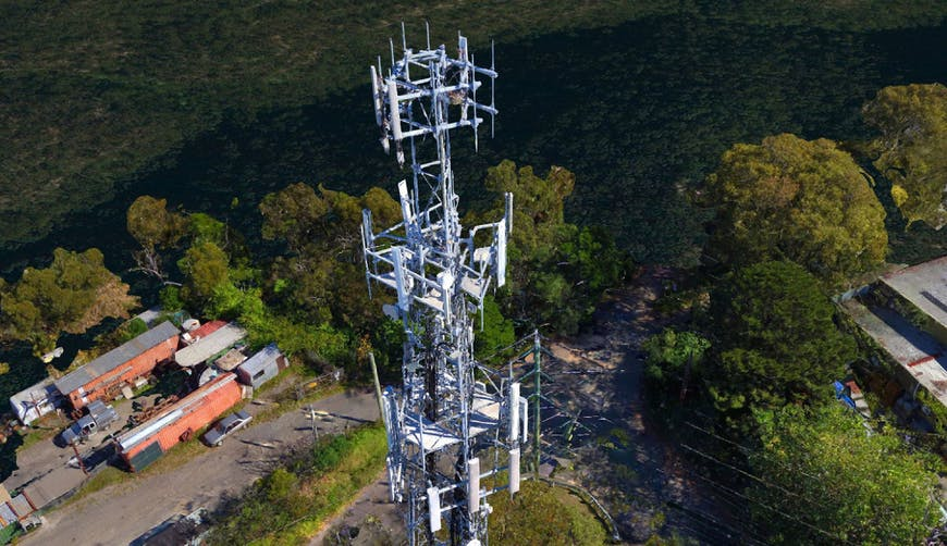 High-resolution cellphone tower site from SiteSee