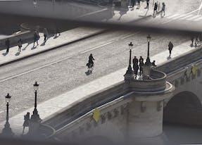 Paris Pont neuf view in front of la samaritaine
