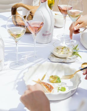 A bubbly dinner with Ruinart, lulled by Mother Nature's serenade