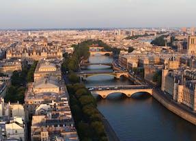 Dîner face à la scène parisienne