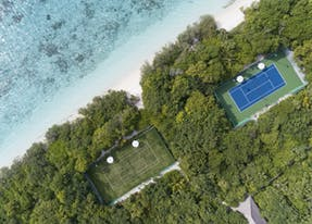 Ski view of a tennis court on Maakurandhoo Island