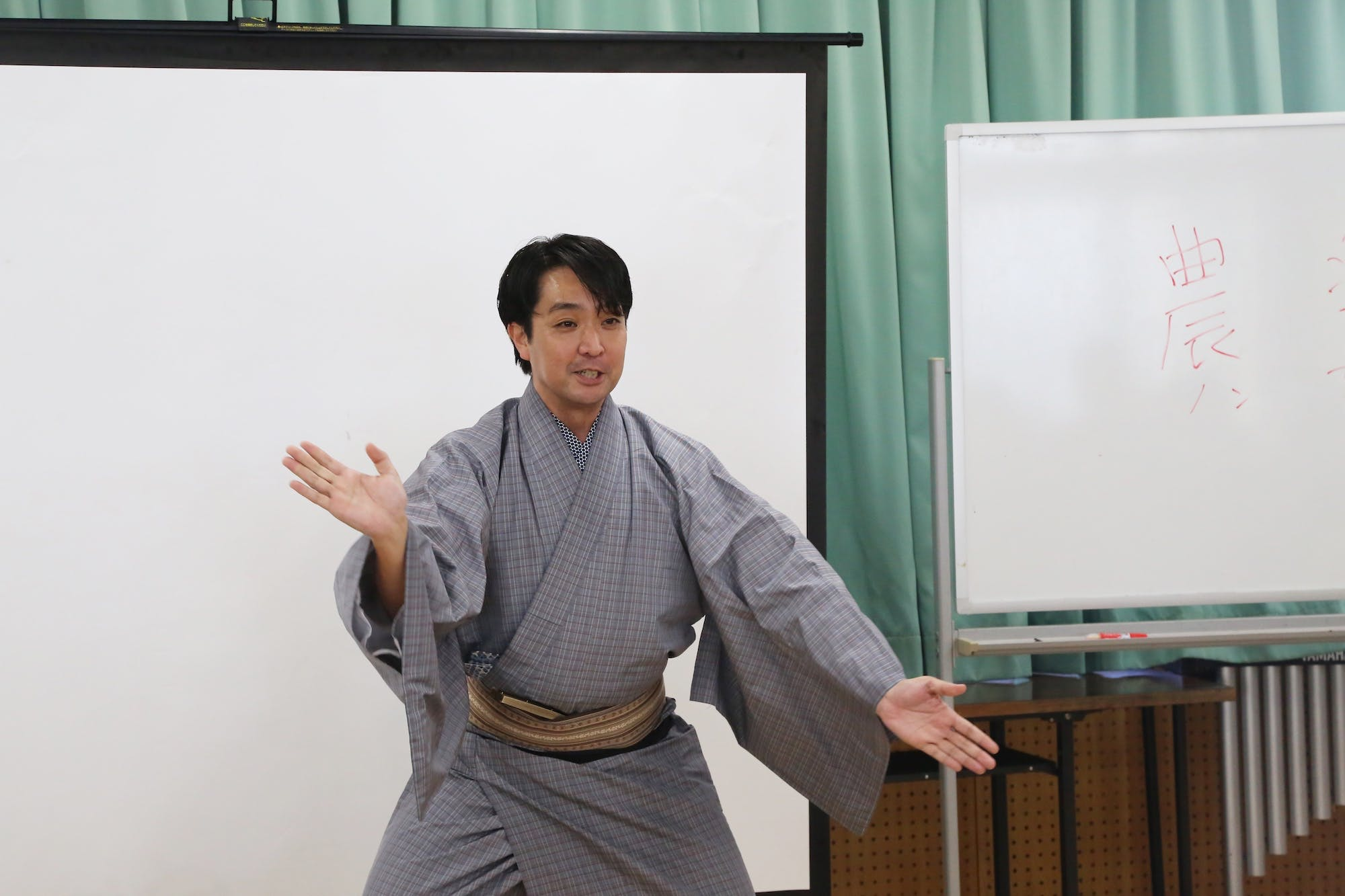 伊江村タウンミーティング(佐辺良和[琉球舞踊家]) photo:當麻妙