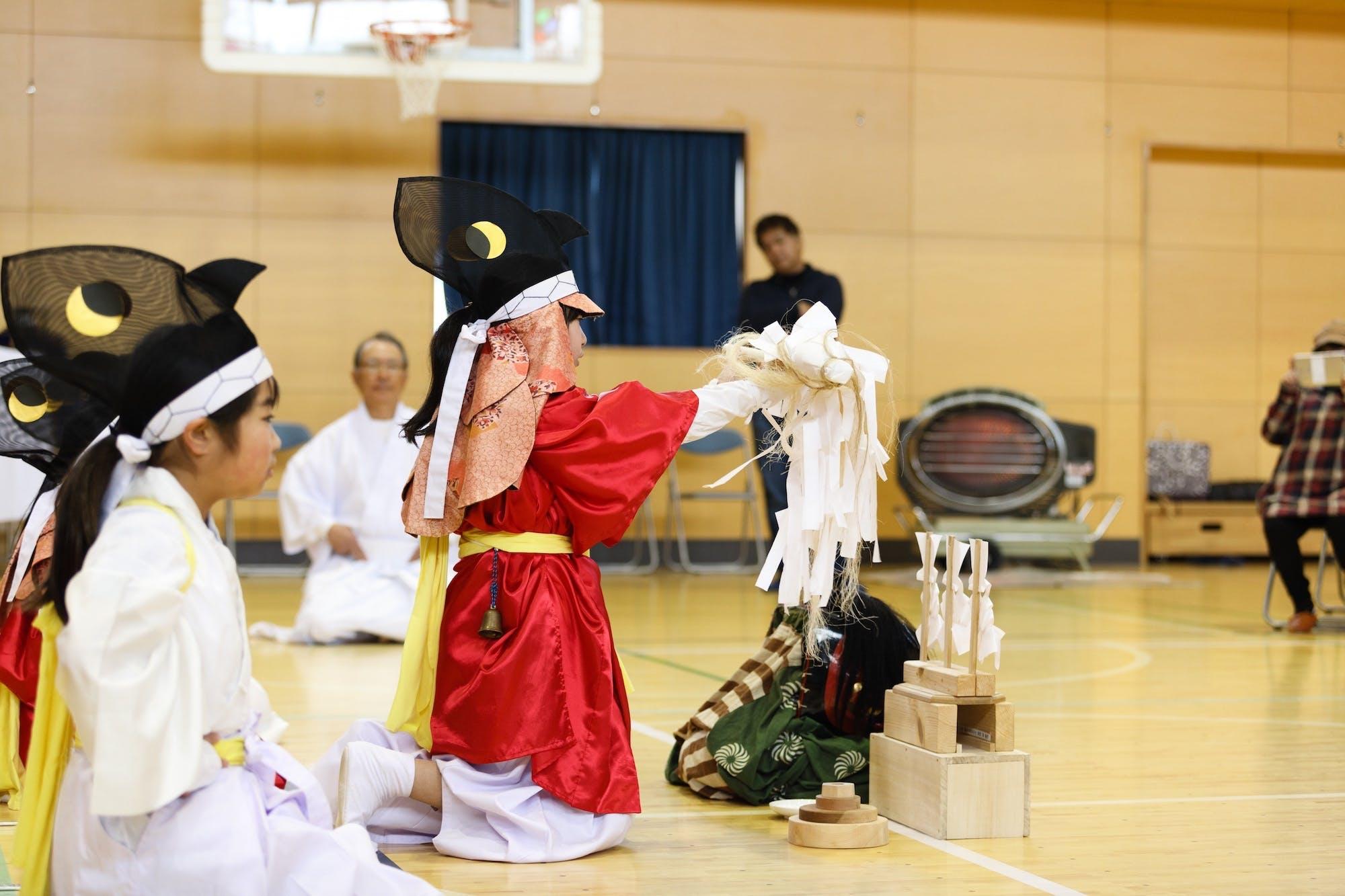 伊江小学校×坂元小学校 子ども芸能交流会(坂元小学校) photo:志鎌康平