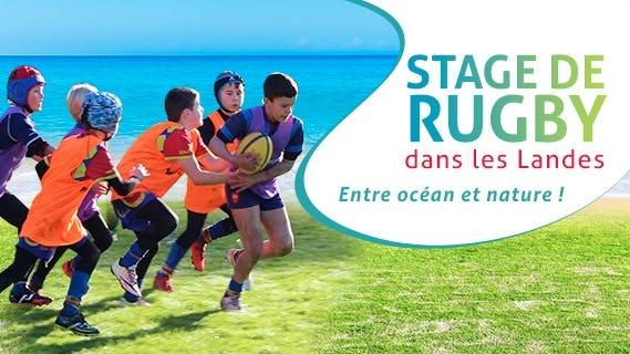 Les Enfants jouant au rugby sur la plage