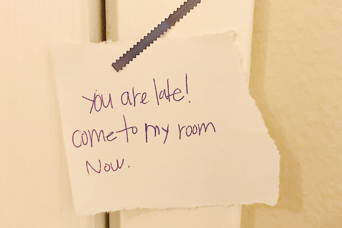 note on teenagers door about missing curfew