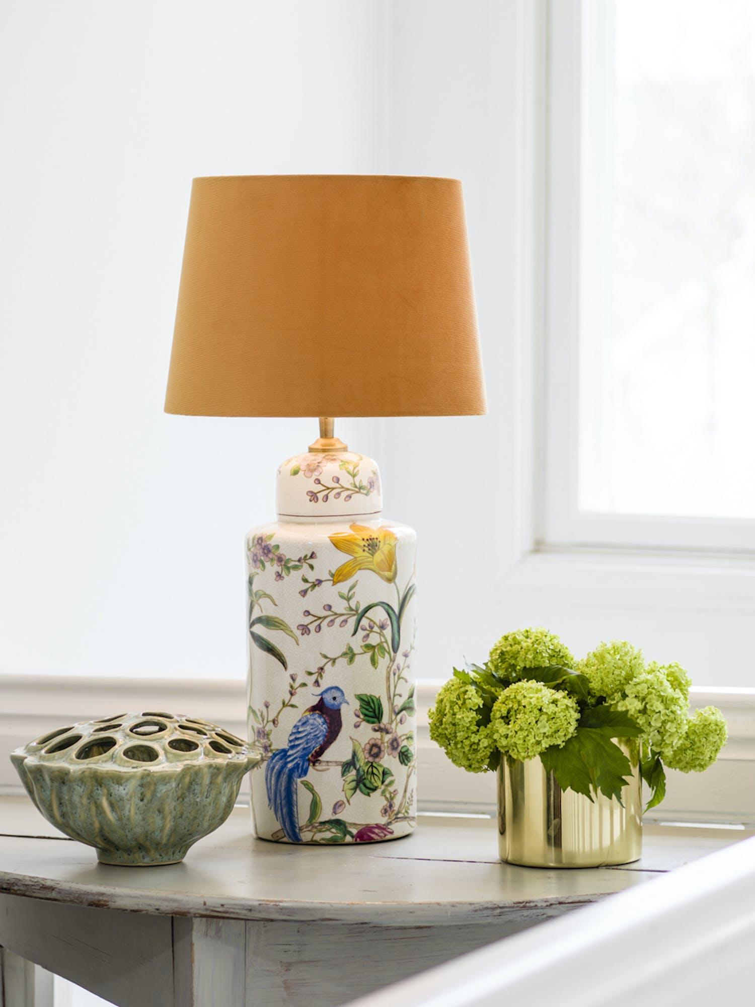 PR Home lampa med orange lampskärm